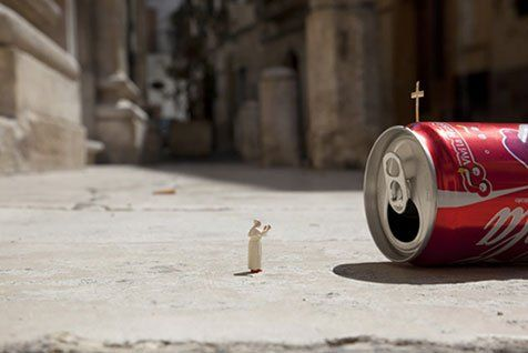 Street Art : Les Little People de Slinkachu se mobilisent contre le chômage #30