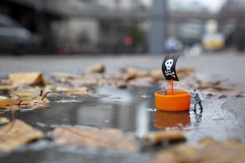 Street Art : Les Little People de Slinkachu se mobilisent contre le chômage #27