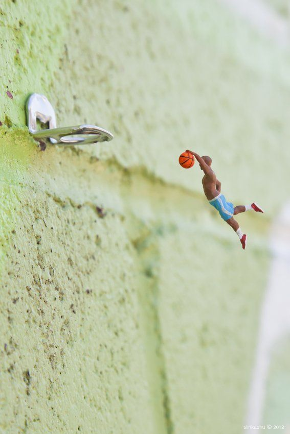 Street Art : Les Little People de Slinkachu se mobilisent contre le chômage #19