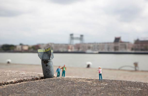 Street Art : Les Little People de Slinkachu se mobilisent contre le chômage #44