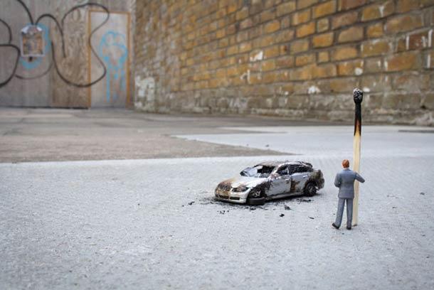 Street Art : Les Little People de Slinkachu se mobilisent contre le chômage #35