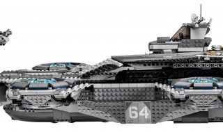 Lego sort un immense Heliporteur du SHIELD