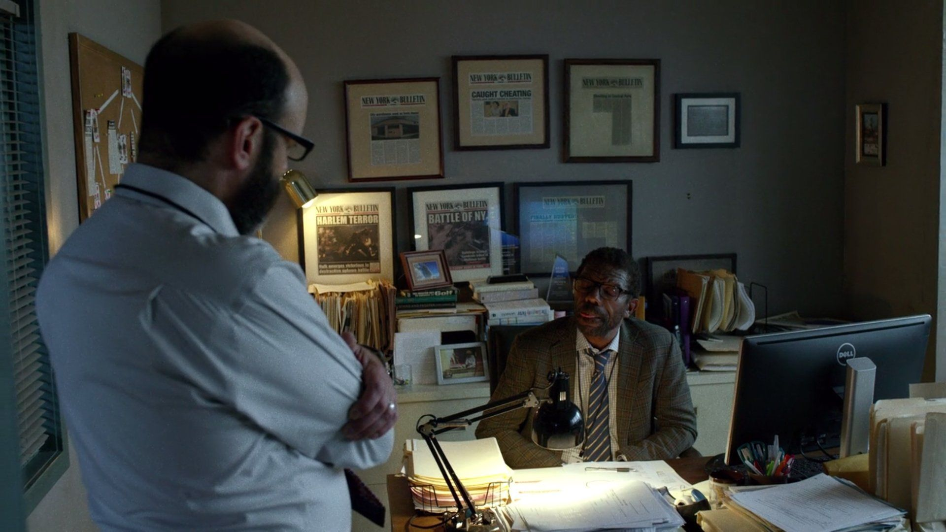 Ben urich une new york bulletin desk Terror in harlem easter egg battle of ny daredevil series 110 pix geeks