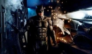 Justice League : Batman dévoile son costume high tech