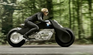 BMW imagine une moto qui se conduit sans casque