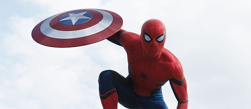 Déguisé en Spider-Man dans un hopital, Tom Holland tombe sur un fan de Batman
