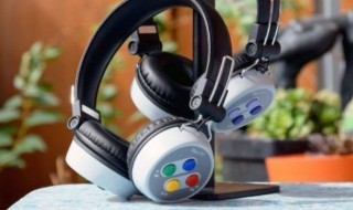 Un casque audio au design de Super Nintendo