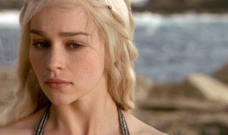 Emilia Clarke ne se remet pas de son ultime scène dans Game Of Thrones