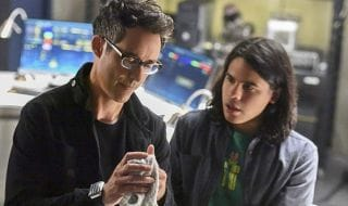The Flash : Tom Cavanagh (Harrisson Wells) et Carlos Valdes (Cisco Ramon) quittent définitivement la série